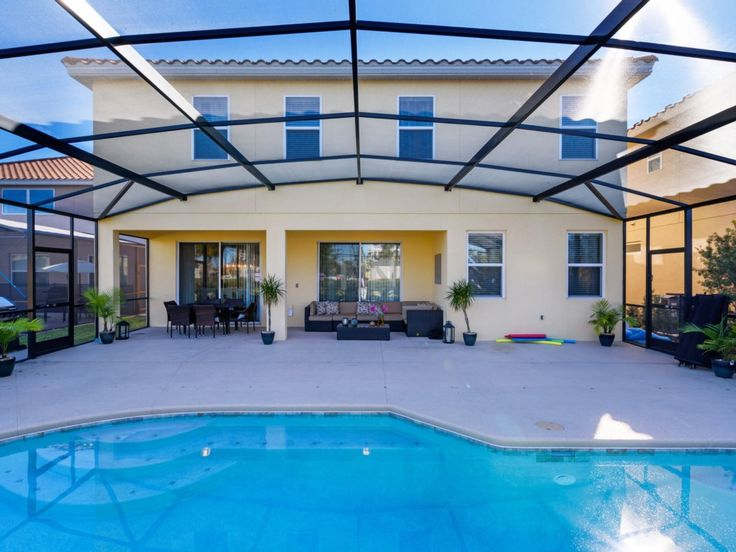 This beautiful Villa has 6 Bedrooms and 5 Bathrooms, sleeping up to 14 guests. Located in the beautiful Solterra Resort community, this home is only 10 miles away from the #world famous #WaltDisneyWorld #ThemePark.