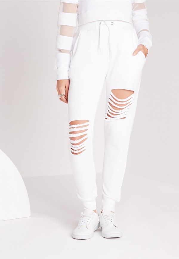 Be a babe in basics in these crisp white joggers for those netflix 'n' chill kinda days. Featuring a tie waist, cuffed ankles and rip detail, pair with a slouchy t-shirt and trainers to totally nail that off duty look.