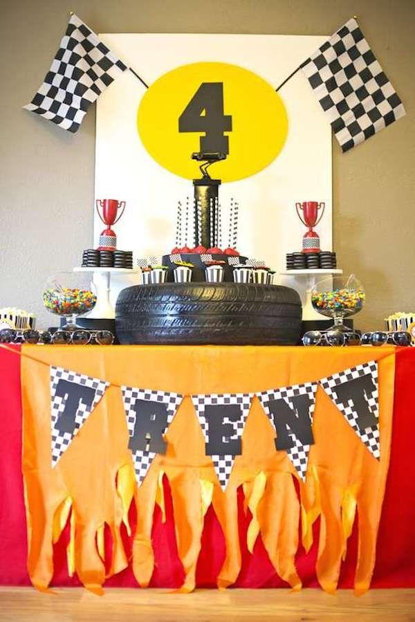 Fiestas infantiles de coches Ideas para fiestas infantiles de coches. Decoración, comida, tartas, detalles, todo lo necesario para que tus fiestas infantiles temáticas sean un éxito.