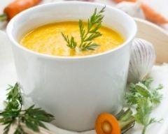 Soupe de carottes au curry (facile, rapide) - Une recette CuisineAZ/600 g de carottes, 6 portions de vache qui rit ou carré frais, 2 oignons, 1 c.à café de curry, 2 cubes de bouillon de volaille, 2 c.à soupe d'huile d'olive, 1 l d'eau
