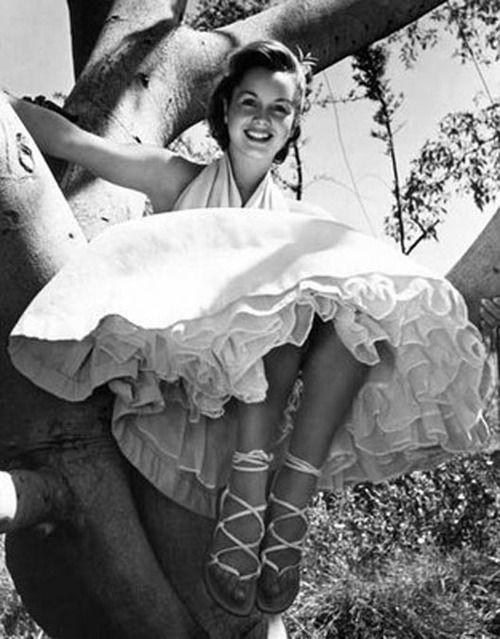 In de 50er jaren was de petticoat de grote mode. Ook ik had er natuurlijk een. Mooi! De petticoat moest wel na het wassen in de stijfsel zodat hij mooi wijduit bleef staan.