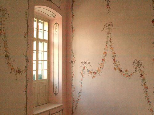 i need rooms like thisWall Colors, Decor Ideas, Pink Colors, Girl Bedrooms, Dreamy Interiors, Painting Wall, Garlands Wall, Painted Walls, Little Girls Bedrooms