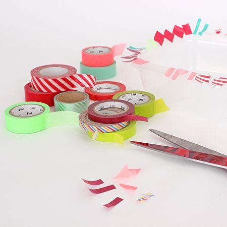 Christmas ball ornaments decorated with Washi tape shapes / Boules de Noël décorées de bouts de ruban Washi | DeSerres