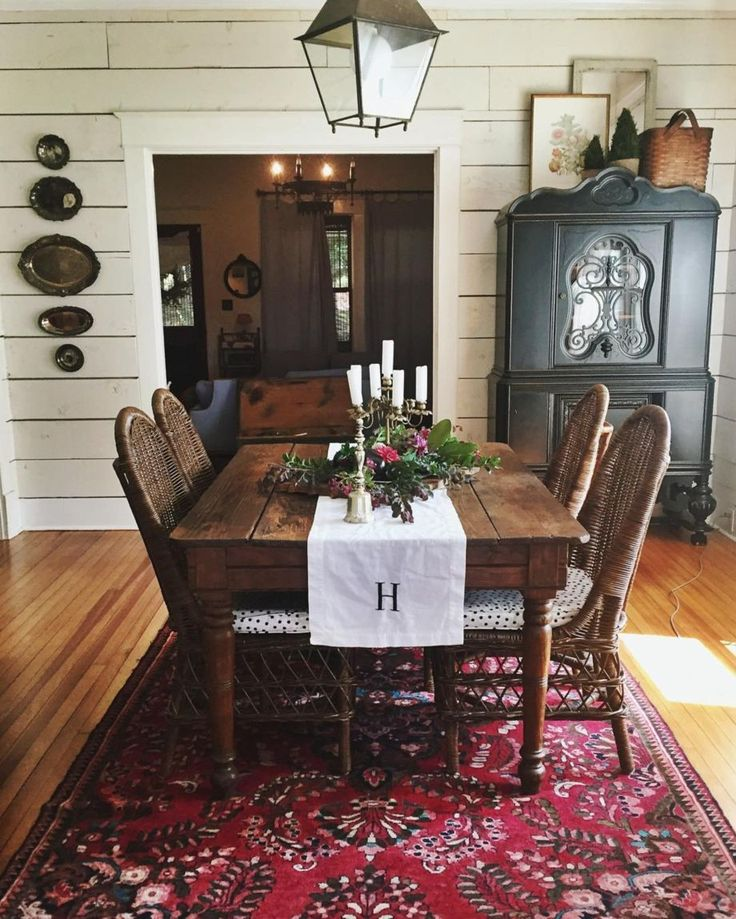 amazing 61 Brilliant Farmhouse Dining Room Ideas on A Budget https://homedecort.com/2017/08/61-brilliant-farmhouse-dining-room-ideas-budget/