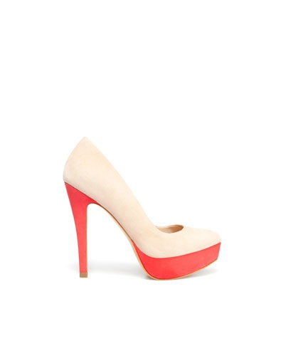 Love this pair of two tone platfrom pumps from Zara. Everybody needs a neutral pair of pumps but the added coral colorblocking is fresh and perfect when paired with blue dresses.