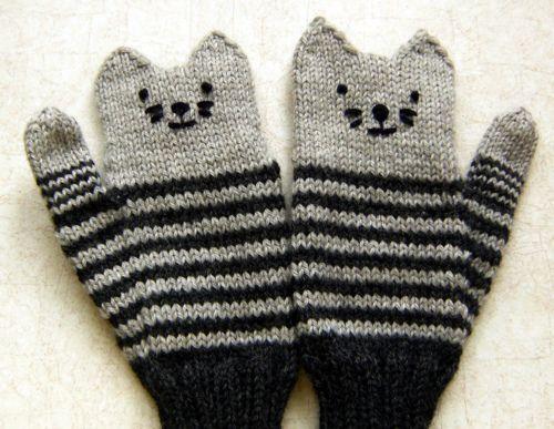 Cute kitten mittens