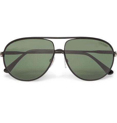 TOM FORD's 'Cliff' sunglasses are crafted from black metal shaped into the designer's favourite silhouette: the aviator style. Inlaid with dark-green lenses, they're offset with rose gold 'T' details at the temples and finished with brand plaques at the tips.