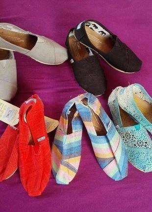 Kupuj mé předměty na #vinted http://www.vinted.cz/zeny/platene-boty/9175349-slipon-platenky-stylove-ruzne-barvy-toms