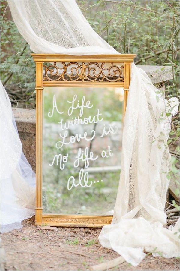 15 modi per decorare il ricevimento con uno specchio