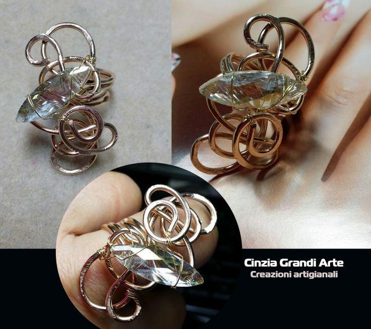 Anello wire in filo di bronzo con  navetta di cristallo