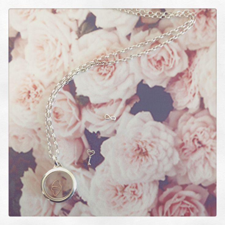 Stow Lockets <3 #flowers #love #keytomyheart #jewellery #lockets #silver