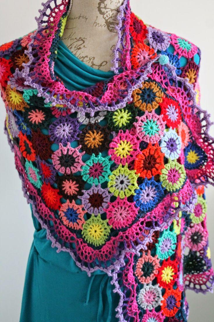 Mijn vrolijke omslagdoek is af!Allemaal bloemen in verschillende kleurtjes.Hier kun je alleen maar heel blij van worden.Tijdens het haken was het ook geweldig om al die tinten samen te zien smelten. Kleurrijk Bloemen VrolijkI see flowers everywhere......