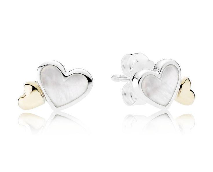 Pandora zilveren met gouden accenten Oorbellen 'Tedere harten' 290697MOP. Deze prachtige oorstekers zijn gemaakt in hartvorm en zijn gevuld met Parel. De afbeelding wijkt qua grootte af van de werkelijkheid. Een prachtig cadeau om te geven en om te krijgen. https://www.timefortrends.nl/sieraden/pandora/oorbellen.html
