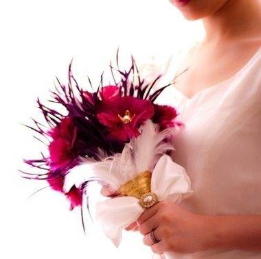 Bouquet de mariée bordeaux & plumes... ...