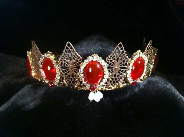 Queen Margaret of Scotland & the Isles ruby tiara, created by The Anne Boleyn Files.