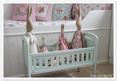 Vintage toy cot. Cute!
