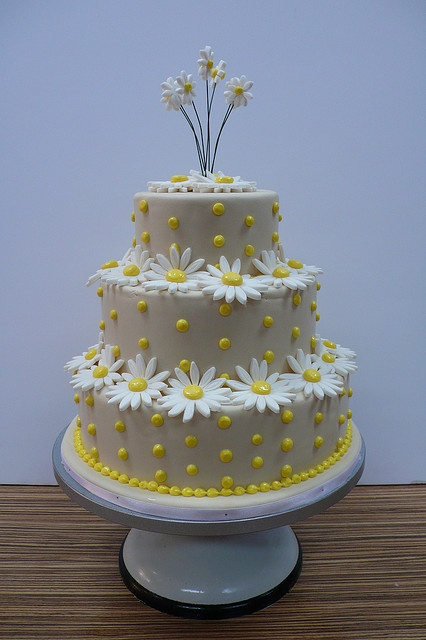 Daisies and dots wedding cake by CAKE Amsterdam - Cakes by ZOBOT, via Flickr