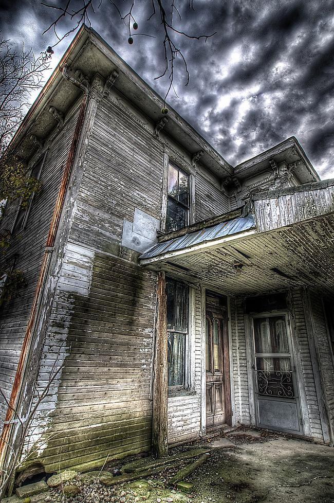 всех картинка заброшенного дома призрака них