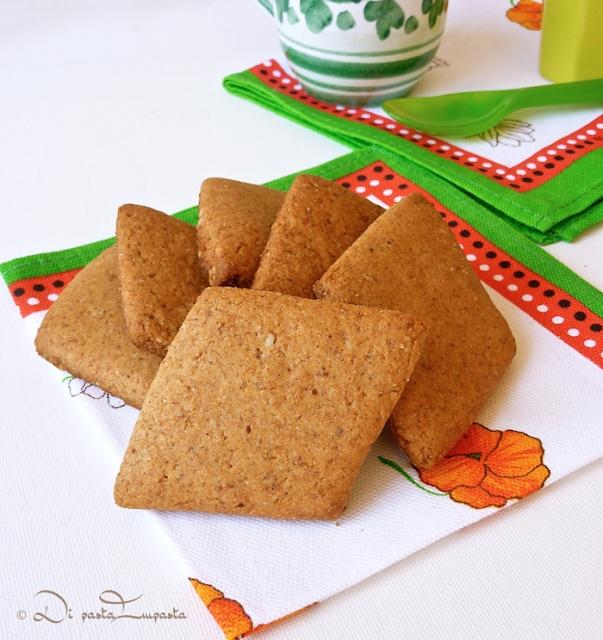 Biscotti integrali miele e mandorle  (senza burro, uova e lattosio)