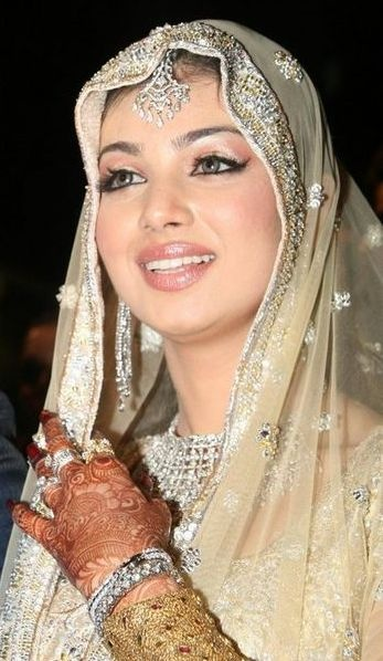 Bollywood actress Ayesha Takia in creme colour dress with silver jewellery http://on.fb.me/12HE4th