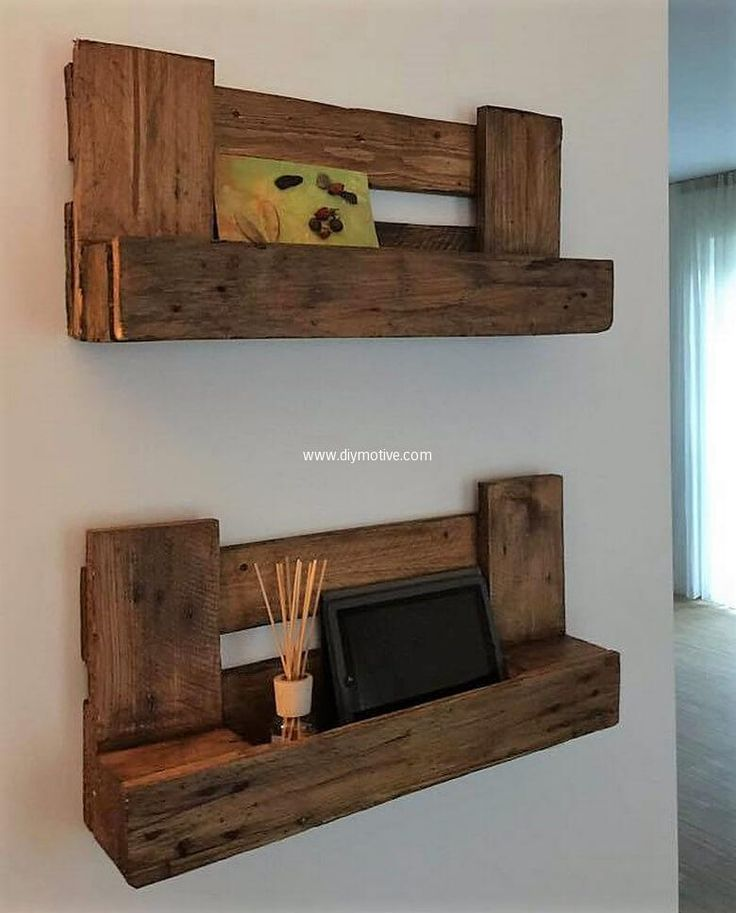 Di-functional wood pallet shelves serves as decorating item as well item holder. Economically at your approach this wood pallet shelve gives ornamental look to your place. Crafting such projects is interesting as well environmentally healthy activity. Sketch out this in your leisure time.