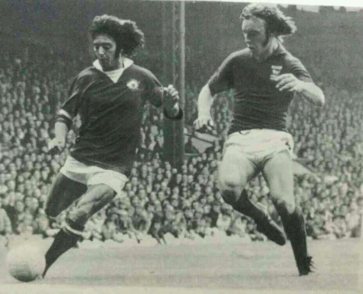 Man Utd 1 Ipswich Town 2 in Aug 1972 at Old Trafford. Willie Morgan takes on Kevin Beattie #Div1