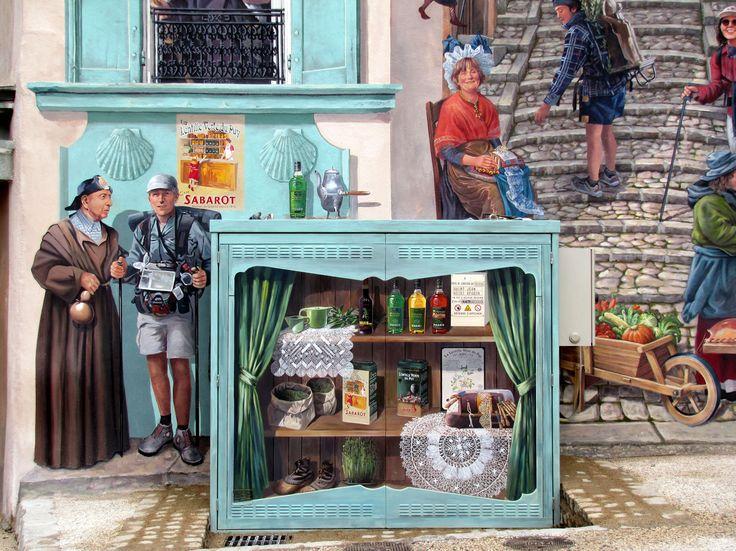 Des références à Sabarot se cachent dans la fresque en trompe l'œil grandeur nature du Faubourg Saint-Jean au Puy-en-Velay ! L'affiche emblématique de l'entreprise ainsi que des boîtes métal de Lentille verte du Puy AOP se glissent parmi les autres références au patrimoine Ponot.