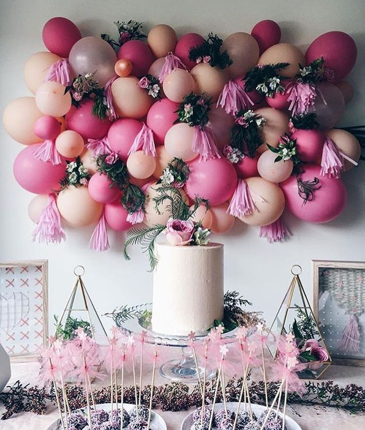"""I think I died and went to (balloon) heaven"" how freaking stunning is this set up by @zaynah_mayna ?! serious ispiration right there... Had to share! #inspo #instalove #balloonart"
