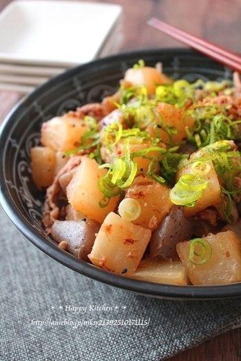 旬の大根もたっぷり使える、冬におすすめのレシピです。おかかのうまみが効いて、ご飯もすすむおかずに。