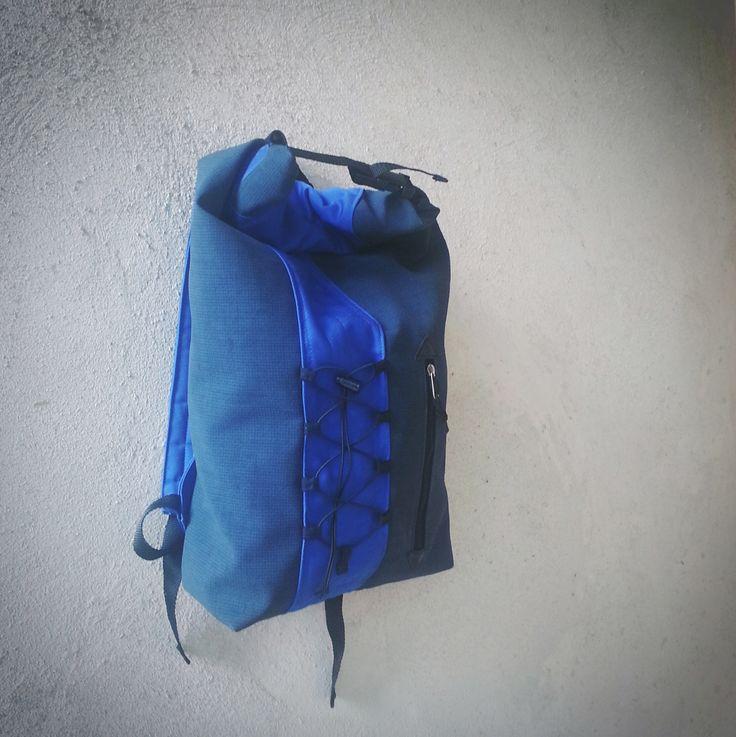 Blue rolltop backpack (200 LEI la Magazen.breslo.ro)