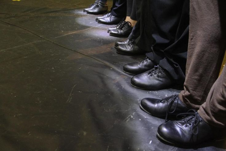 Resultado de Oficina da Mostra Mirante da Dança, espetáculo 'Tap Story' acontece no sábado (19) - Desde o inicio da mostra Mirante da Dança, em maio de 2016, cerca de 20 pessoas, entre bailarinos amadores e novatos na arte de dança, participam de uma oficina de sapateado e percussão corporal do grupo Pé de Step, de Botucatu, com aulas sempre aos fins de semana, onde alunos e os oficineiros, a p - http://acontecebotucatu.com.br/cultura/resultado-de-oficina-da-mostra