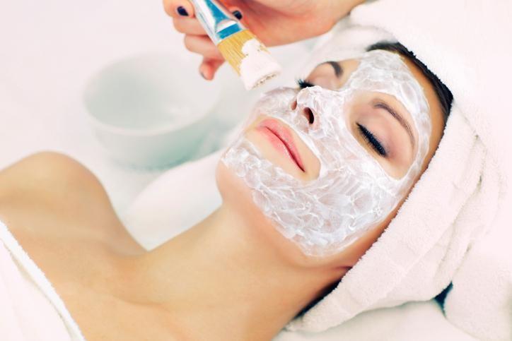 Make-up en beautyproducten kunnen soms bestanddelen of beschrijvingen bevatten die enkel experts ooit kunnen begrijpen.Wij zochten voor je uit wat ceramiden, liposomen en aminozuren nu precies zijn !