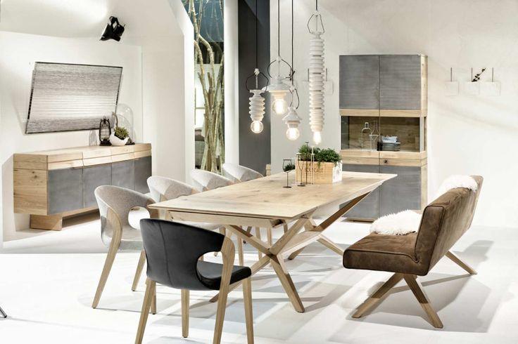 Mélange entre l'artisanat autrichien et le design allemand pour cette table de repas Organo.  Si vous souhaitez plus de renseignements, il est possible pour vous de nos contacter: informations@imagineoutlet.com