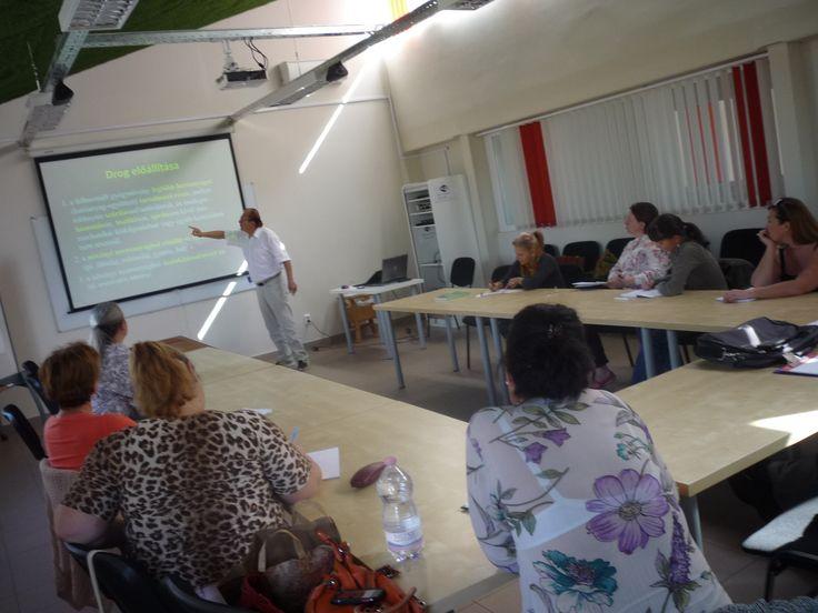 Bevezetés, a vadontermő gyógynövények hatóanyagai (1); Vadontermő gyógynövények és hatóanyagaik  (2)   Előadó: Dr. Máthé Ákos Egyetemi tanár.  http://kertlap.hu/ismeretterjeszto-kertesz-tanfolyamok/gyogynoveny-tanfolyam/