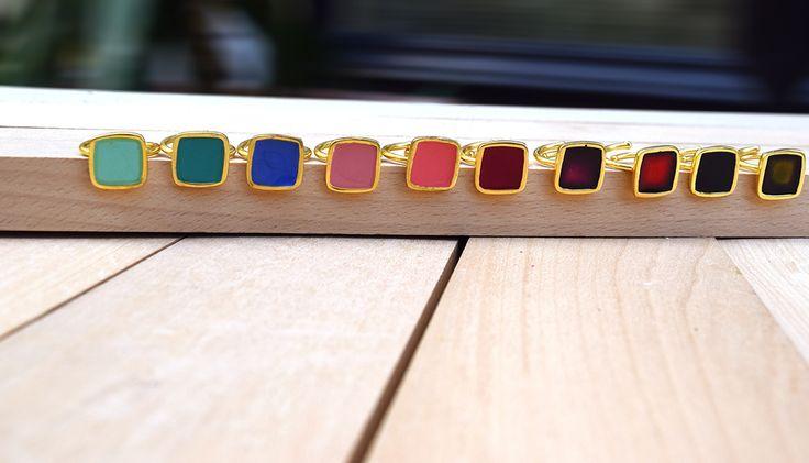 Βάλε+χρώμα+στη+ζωή+σου:+Φόρεσε+δαχτυλίδια+&+σκουλαρίκια,+με+σμάλτο!