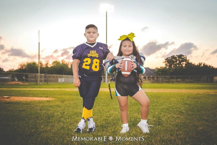Sports Photography | Football Session | Little League Football | Memorable Moments Photography | RGV Photographer | photography | little league football | TYFA | Wolfpack | football gear | sister | cheerleader | siblings | stadium lights