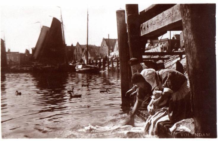 Lavanderas en Volendam (1899)