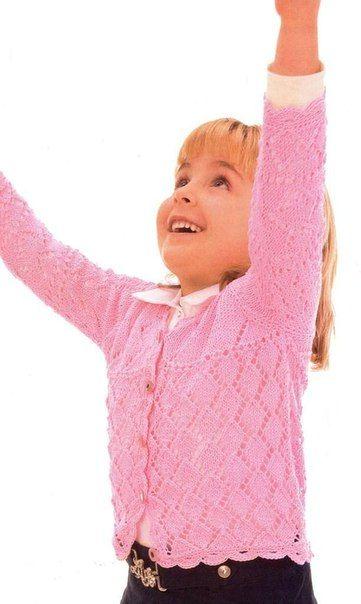 Ажурная кофточка для девочки<br>#вязание #рукоделие #спицы <br><br>Нежная легкая кофточка для девочки 4-х лет, связана спицами красивым ажурным узором и обвязана крючком красивой каймой.<br>Материалы: 200 г розовой пряжи Mondial Surf (100% хлопка, 160 м/50 г); прямые спицы № 3; крючок № 2; 5 пуго..