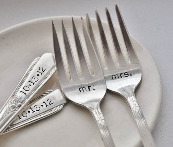 Having cupcakes instead of cake? I love these forks! Replaces the traditional cake cutter and server.