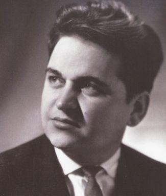23 февраля 1934 года родился замечательный, всеми любимый композитор ЕВГЕНИЙ КРЫЛАТОВ.  Всего за годы творческой деятельности Евгением Крылатовым создано большое количество сочинений в разных жанрах: симфоническая, камерная, эстрадная музыка, музыка для драматического театра, радио и телевидения. Но особенно плодотворно его творчество в кинематографе.  Когда Евгению Крылатову было 2 года, семья переехала из города Лысьва в Мотовилиху — рабочий пригород Перми, где его родители работали на…