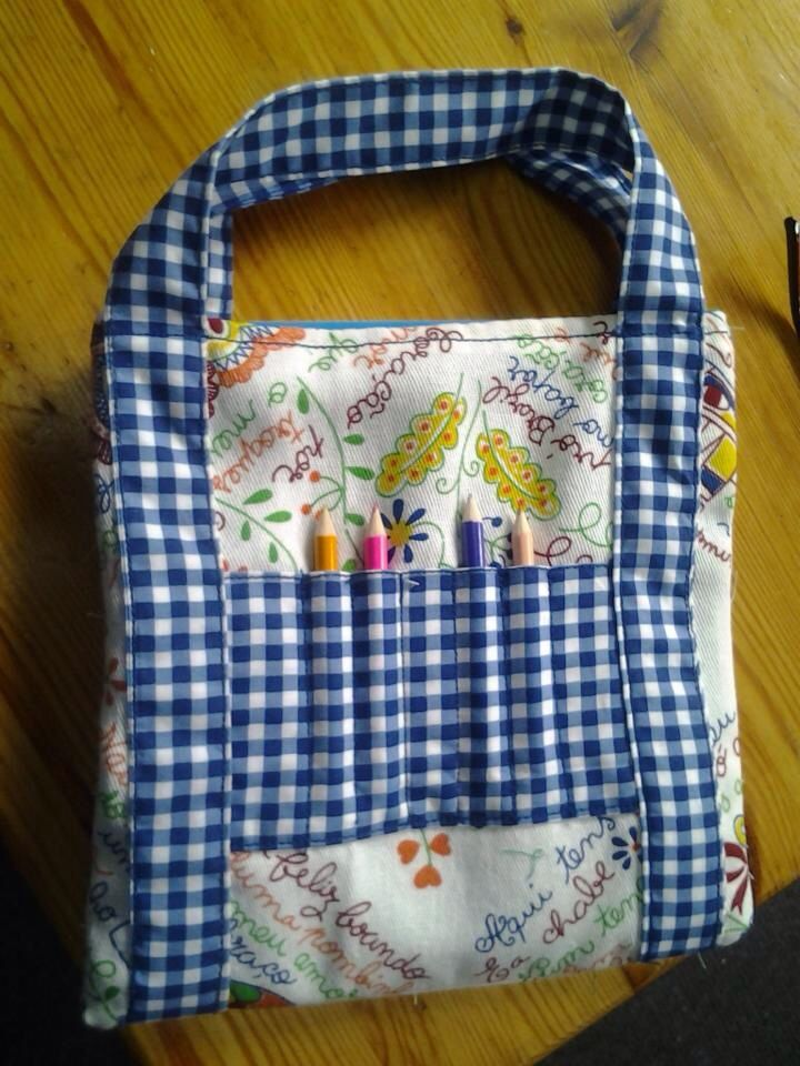 Tasje met kleurpotloden en kleurboek