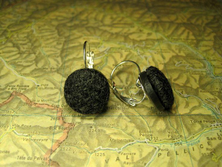 Orecchini  monachella francese bottoni lana grigia di L'atlante dei Bottoni Bijoux su DaWanda.com