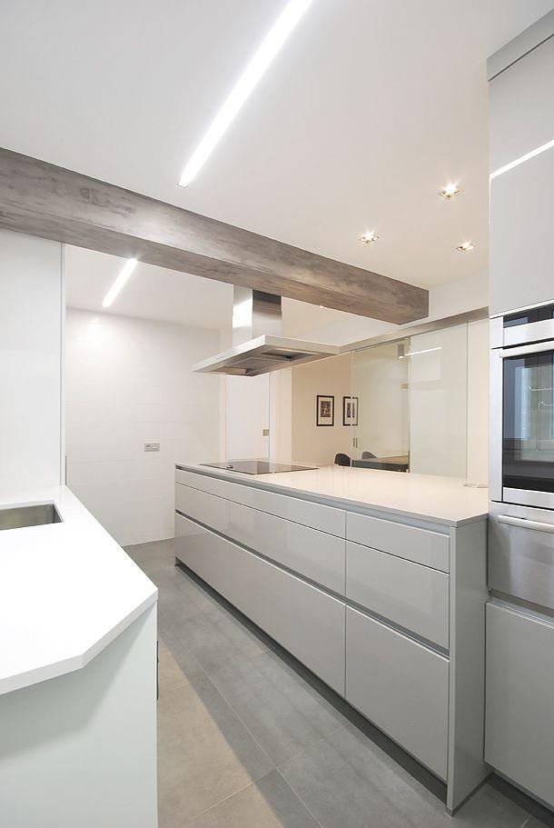 SANTOS kitchen. Cocina modelo Line en una proyecto del arquitecto Vicente Pillado