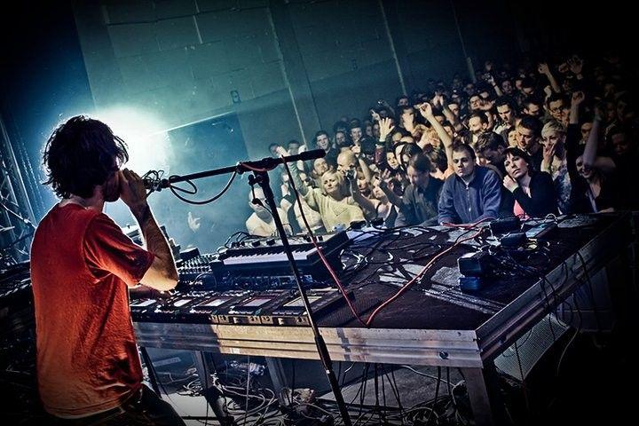 Klub Fabryka - organizowane są tu akcje graffiti, zloty DJ'ów z całej Europy, koncerty, pokazy filmów. http://krakowforfun.com/pl/3/kluby/fabryka