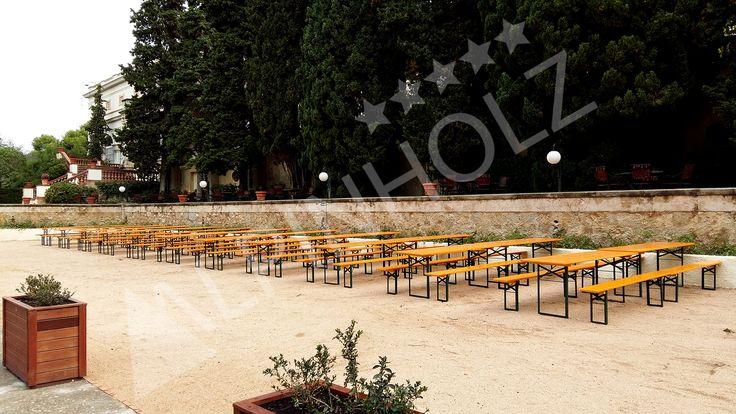 Alquiler de mesas plegables de madera para eventos elegantes