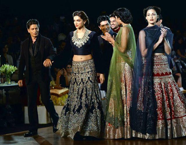Deepika Padukone and Shah Rukh Khan in #ManishMalhotra's Designed #Outfits #ReceptionAttires