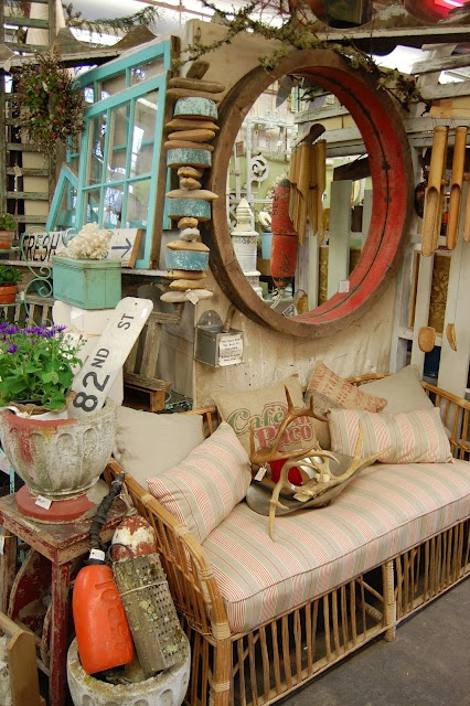 Love this round mirrorRound Mirrors, Booths Inspiration, Antiques Booths, Booths Ideas, Colors, Fleas Marketing, Display Ideas, Awesome Display, Stores Ideas