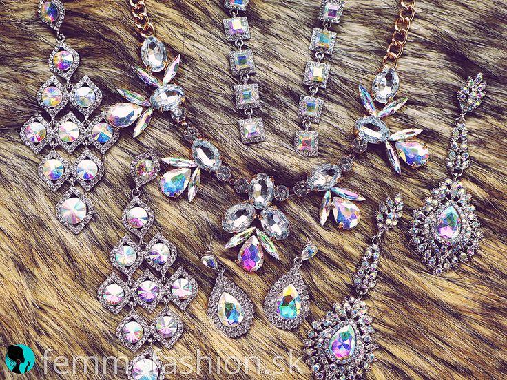 Krásne náušnice a náhrdelník nájdete na našom eshope  www.femmefashion.sk