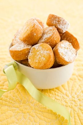 Lemon Blossoms These are so yummy! Would be great for Easter brunch or dessert.: Desserts, Lemon Blossoms, Recipe, Dean O'Gorman, Yellow Cakes Mixed, Deen Lemon, Weights Loss, Lemon Muffins, Paula Deen