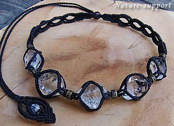ハーキマーダイヤモンドを5個数珠つなぎにして、贅沢なマクラメ編みネックレスを創りました!!